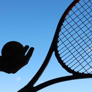 テニスラケットと空